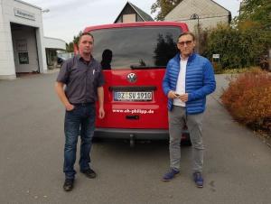 Busübergabe durch Heiko Philipp an Vereinsvertreter Enrico Sauer
